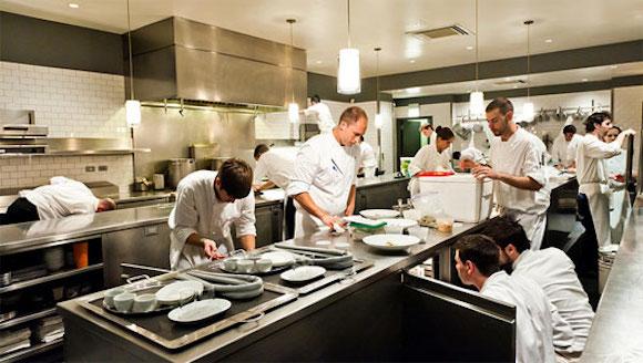 savjeti-kako-pripremiti-restoran-ili-bar-za-ljetnu-sezonu-kuhinja